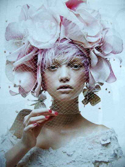 jag vet inte varför jag laddar upp den som vanligt men den är rosa i alla fall, det är också Gemma Ward, hihi