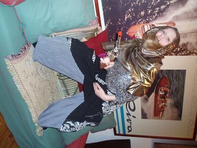 Jag i outfit designad av Lina, haha ! Dock inte dagens, tror det var i onsdags ;) eller måndags , äsch hah